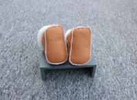 Set Lammfell Babyschuhe und Babyhandschuhe Braun